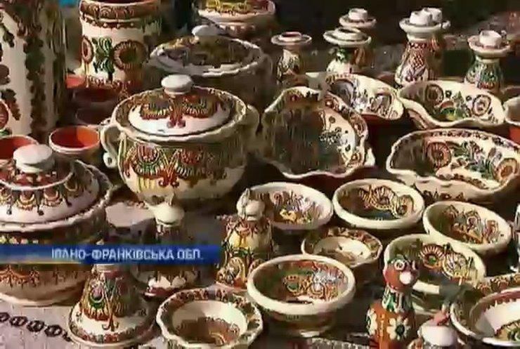 Гуцули показали вишукані глечики на фестивалі у Косові (відео)