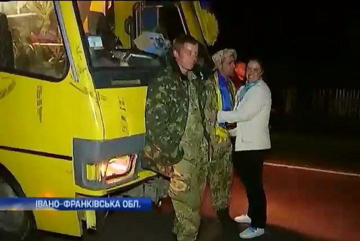 Школярі Прикарпаття залишились без автобусів, яких розбило на війні (відео)
