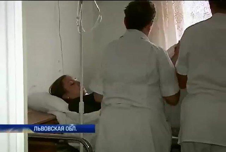 """На Яворовском полигоне во время учений ранена журналистка """"Подробностей"""""""