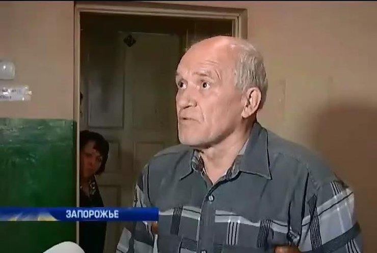 """Тренер БК """"Козачка"""" живет в одной комнате общежития с детьми и внуками"""
