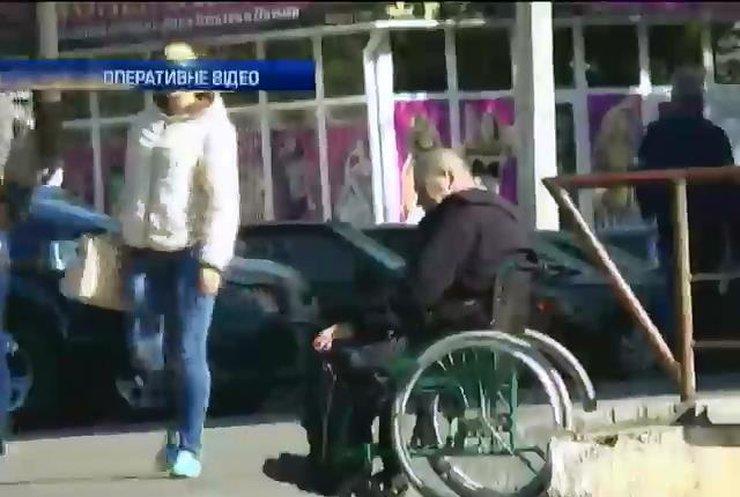У Миколаєві затримали жінку за торгівлю інвалідами