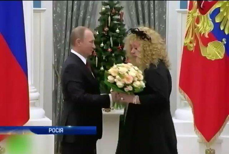 Пугачова нагадалу Путіну про мир в обмін на орден