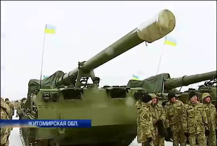 Порошенко вручил военным истребители и БМП