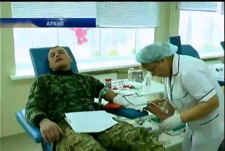 К пострадавшим в аварии под Артемовском бойцам пустили родных (видео)