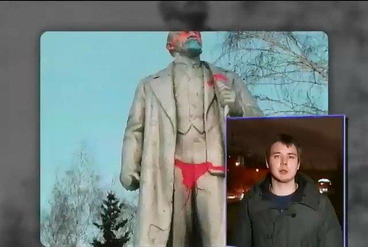 Коммунисты России бьются в истерике из-за стрингов Ильича
