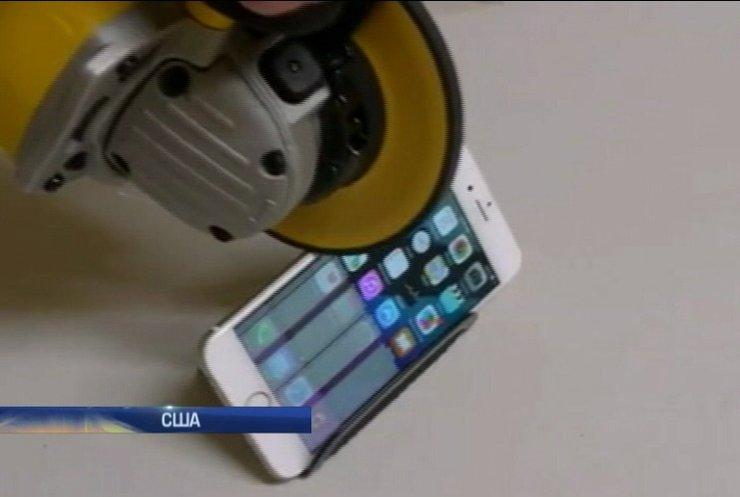 """Американец проверил iPhone 6 на прочность """"болгаркой"""""""