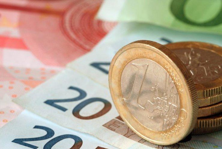 Євро впав до рекордного рівня 2006 року