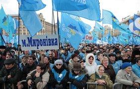 Синие флаги по ветру