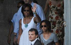 Мишель Обама на прогулке с детьми