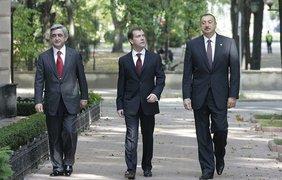 Президент Армении Серж Саргсян, президент России Дмитрий Медведев, президент Азербайджана Ильхам Алиев