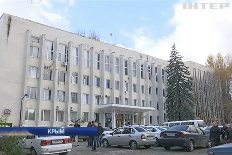 Россия отправила в Крым тысячи военных и чиновников