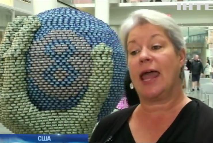 У Нью-Йорку створили скульптуру із консервів (відео)