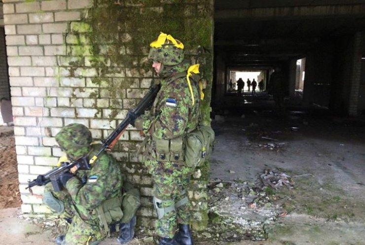 """Эстония готовится к атаке """"зеленых человечков"""" Кремля"""