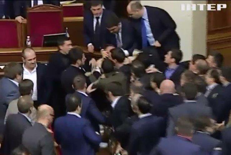 Олега Барну виключили з фракції більшістю голосів