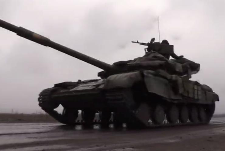 """""""Азов"""" веде бій з бронетехнікою ворога під Саханкою"""