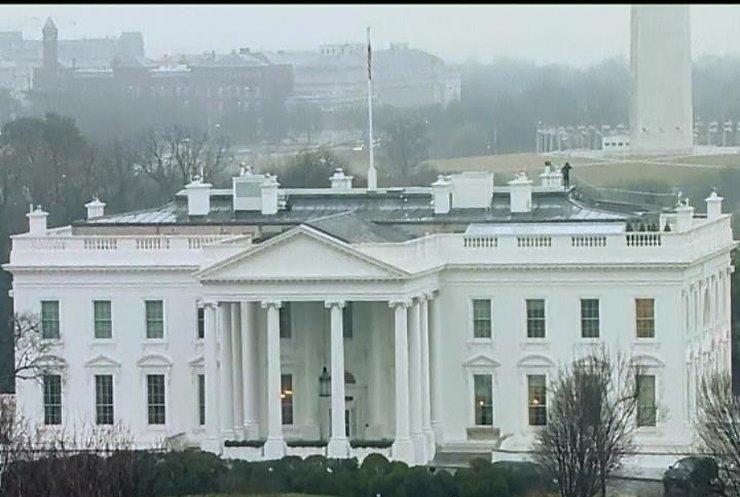 Охоронці Обами протаранили на авто огорожу Білого дому