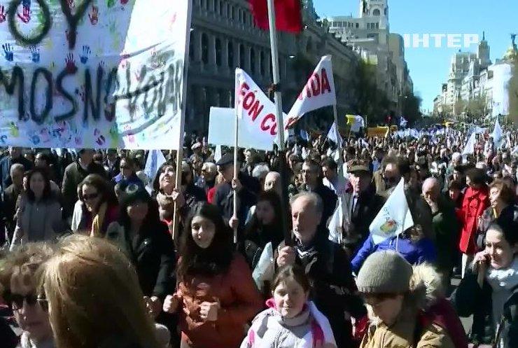 Іспанці вимагають заборонити аборти