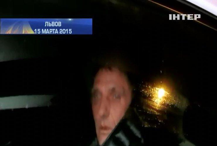 Пьяный в стельку милиционер разбил 4 автомобиля во Львове (видео)