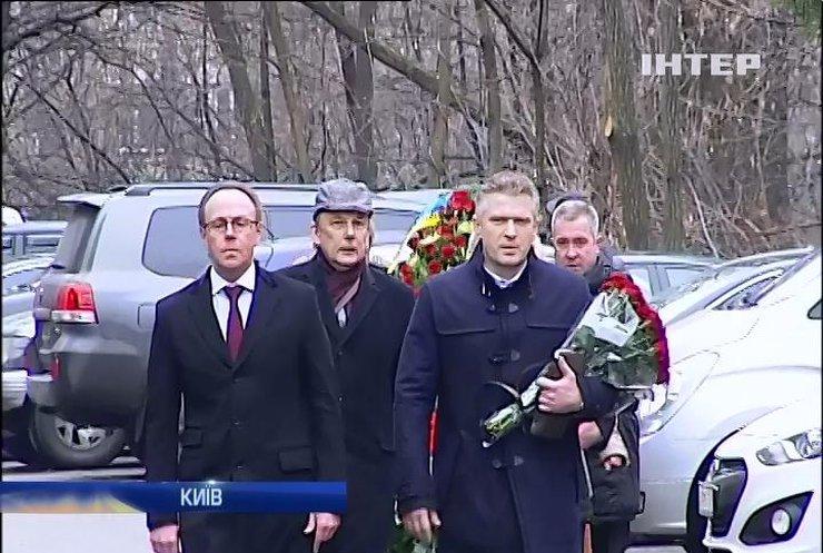 Єфремов, Калашніков і Попов прийшли попрощатися з Михайлом Чечетовим