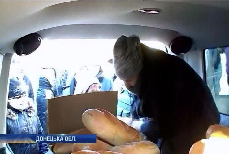Волонтери привезли у Красногорівку хліб