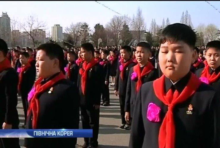 Школярі Північної Кореї розпочали навчання