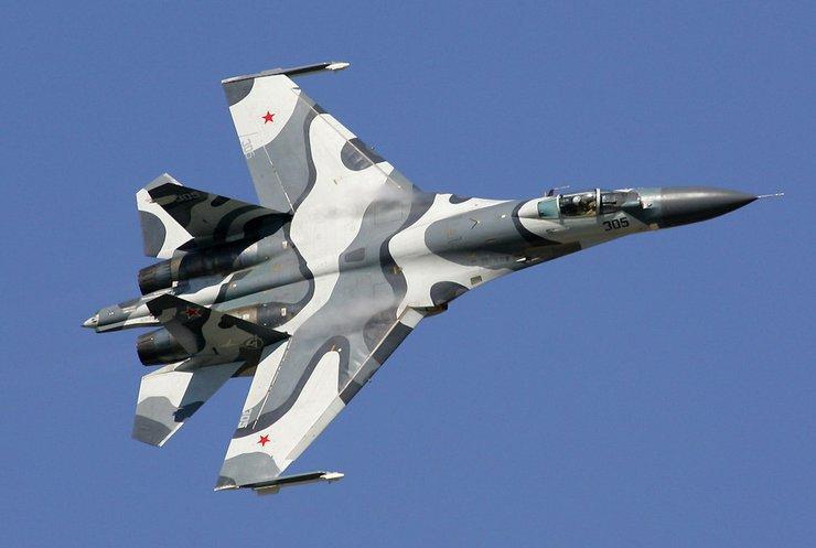 Истребитель России чуть не сбил самолет-разведчик США