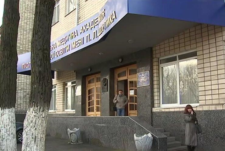 Проректора Юрія Вдовиченка поранили пострілом у спину