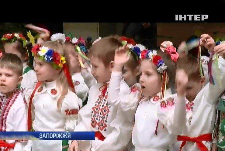 Діти Запоріжжя готують подарунки солдатам на Великдень