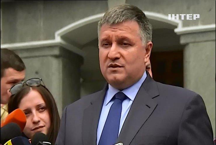 Аваков отказался рассказывать о расследовании скандальных убийств