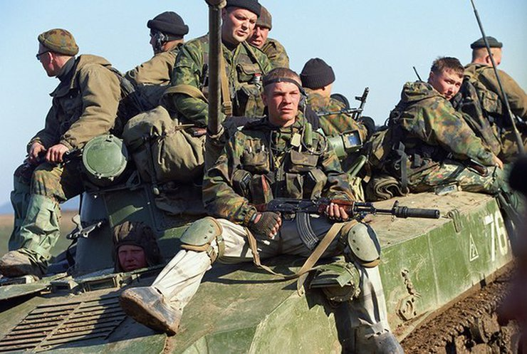 В районе Марьинки боевики под флагами ВДВ обстреливают военных