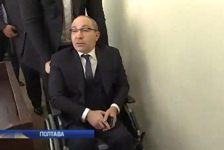 Геннадія Кернеса закидали яйцями біля суду (відео)