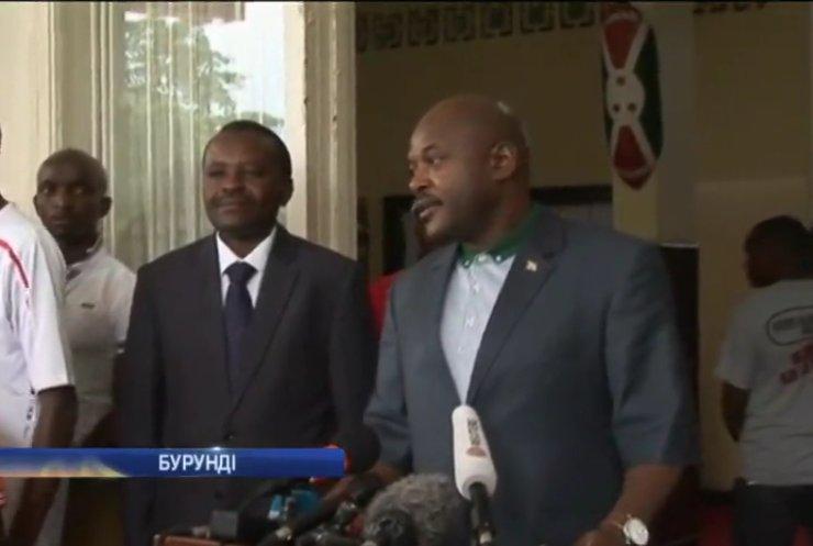 Президент Бурунді з'явився на публіці та попередив про теракти