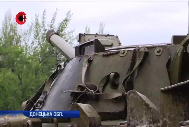 САУ бойовиків з Ясинуватої обстрілюють Донецьк (відео)
