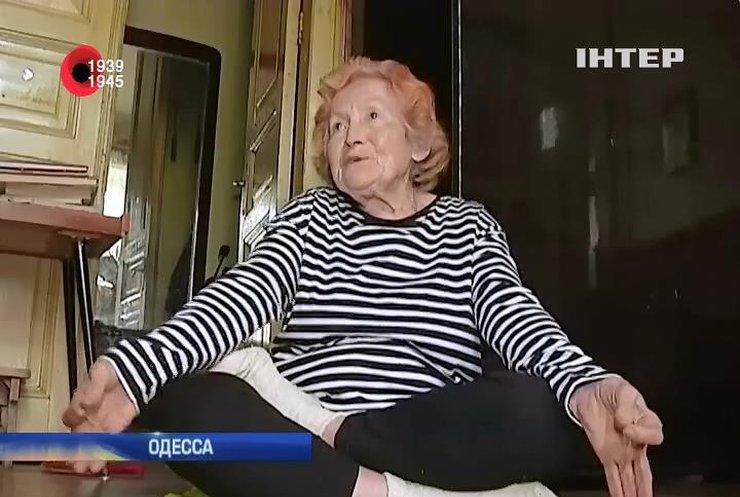 Ветеран из Одессы занимается йогой и садится на шпагат (видео)