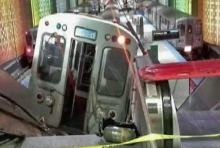 Два потяги зіштовхнулись у метро Риму (відео)