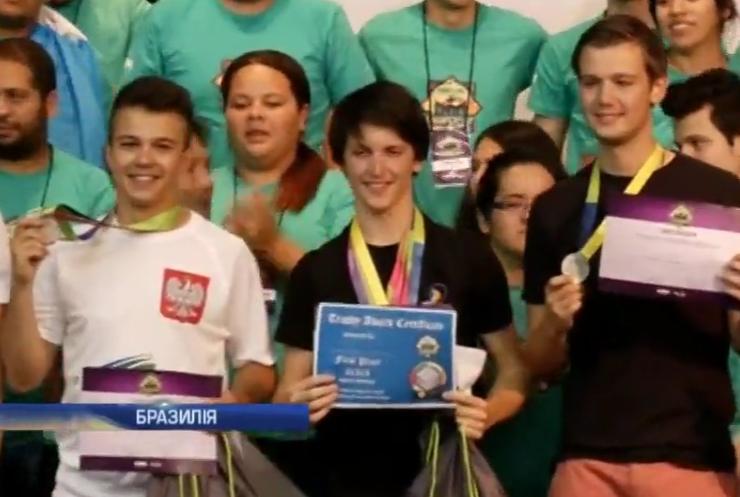 Бразилець зібрав Кубика-Рубика за рекордні 5,5 секунд (відео)