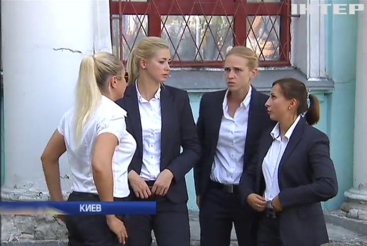 Девочки подростки раздеваются перед веб камерой видео