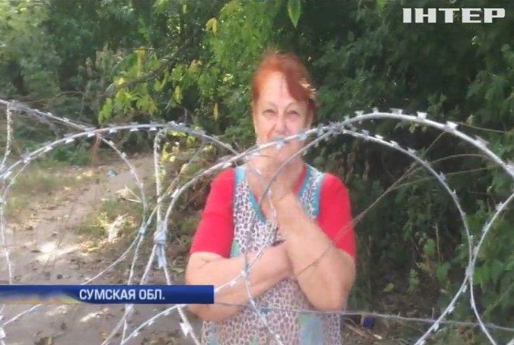 Села на границе с Россией разрезали колючей проволокой (видео)