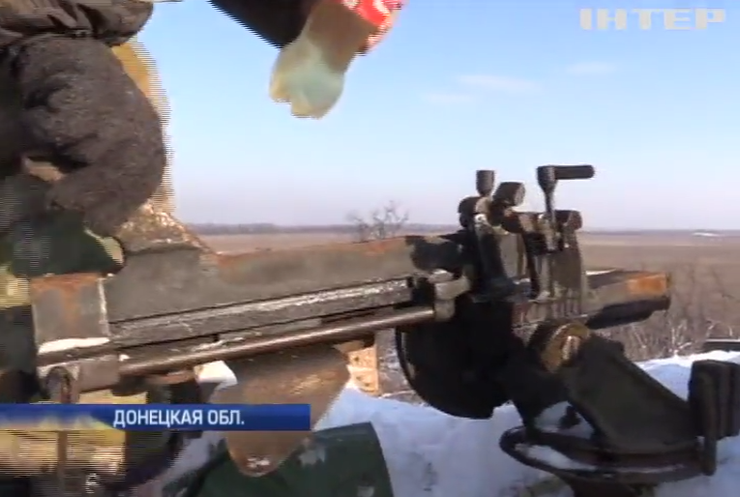 Под Донецком военные спасают оружие от мороза