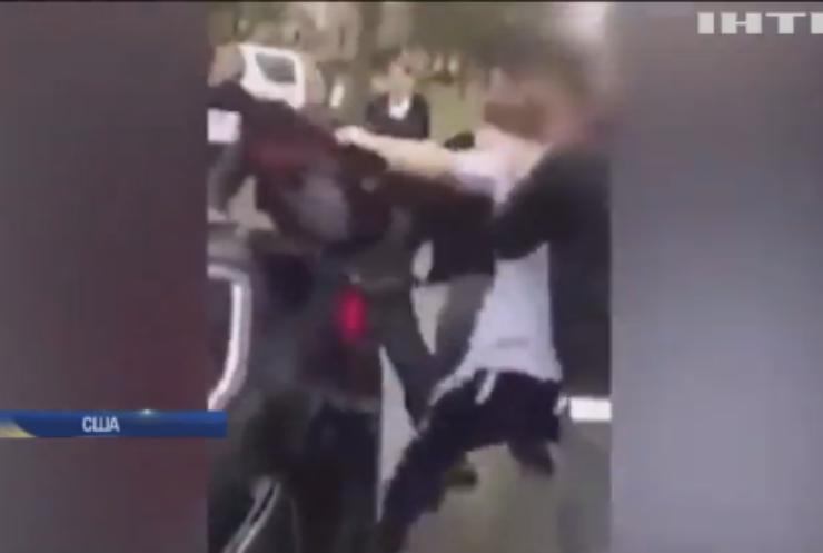 В США старшеклассники избили отца своего товарища