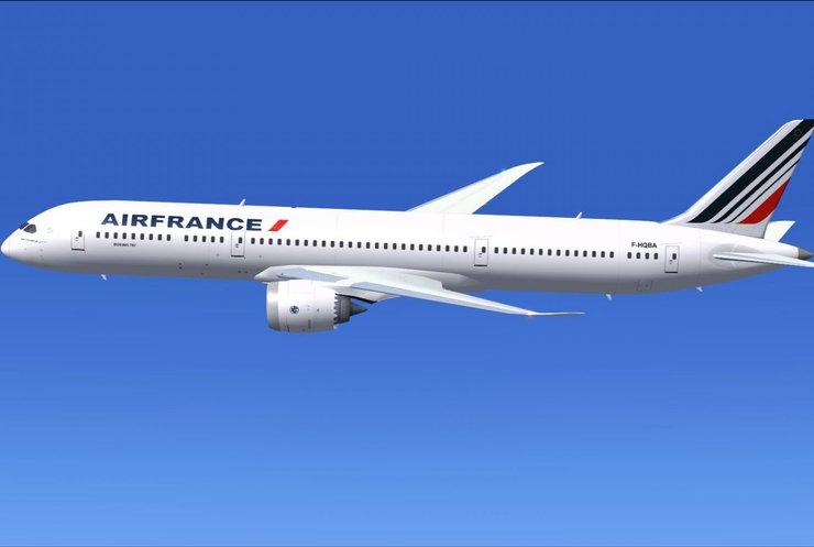 Во Франции 22 украинцев высадили из самолета без объяснений