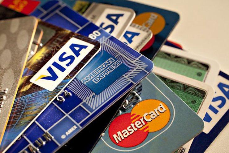 Банкам разрешили блокировать карты за неофициальные доходы