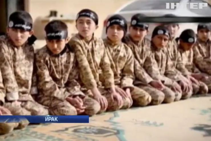 ИГИЛ используют детей в качестве палачей и смертников (видео)