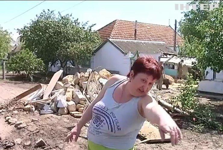 В Николаеве пьяный солдат на грузовике снес дом (видео)