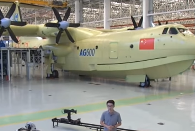 В Китае построили гигантский самолет-амфибию (видео)
