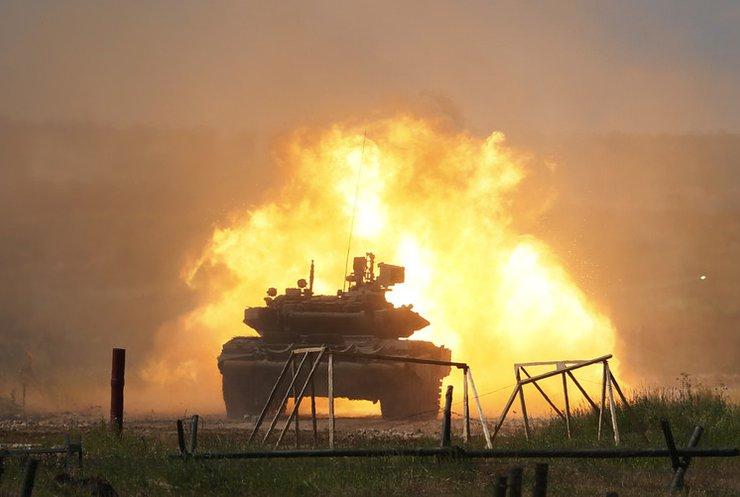 По Горловкой боевики подтягивают танки (видео)