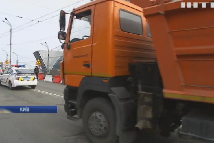 Шулявський міст витримав тестування важкогабаратним транспортом