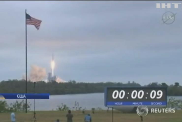 В 2018 компания SpaceX организует полет туристов на луну