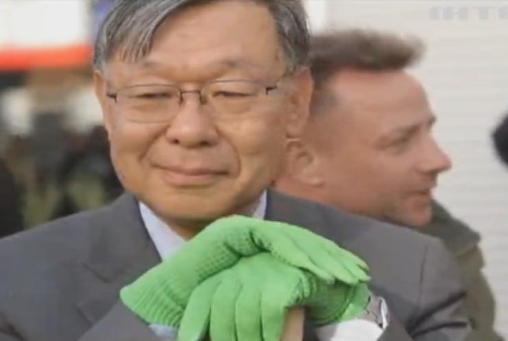 В Житомирі посол Японії допоміг висадити сакури