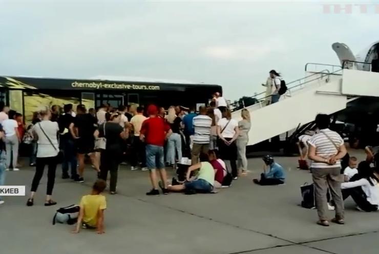 Отпуск в зале ожидания: кто испортил отдых тысячам украинских туристов?